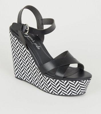 Chaussures compensées blanches ouvertes
