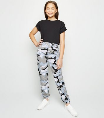 Girls – Utility-Hose mit Camouflage-Muster in Zartblau
