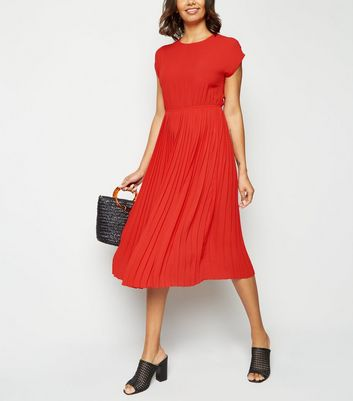 Red Cap Sleeve Pleated Midi Dress