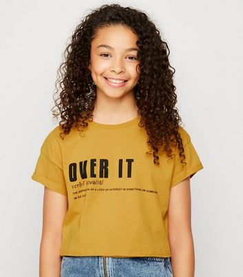 "Girls – Senfgelbes T-Shirt mit ""Over It""-Slogan"