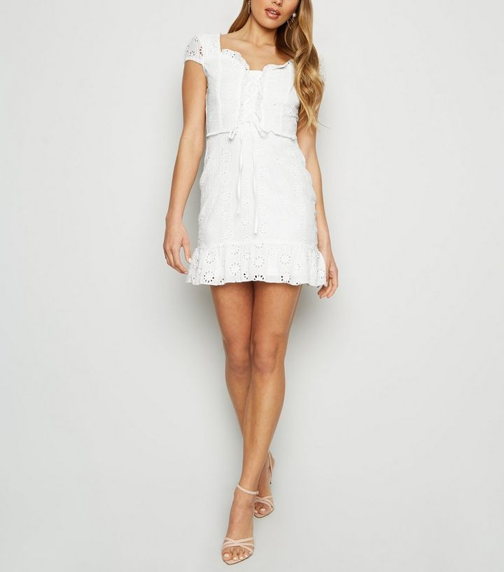 cheaper 52029 264f6 Parisian – Weißes Kleid mit Schnürung und Stickerei Für später speichern  Von gespeicherten Artikeln entfernen
