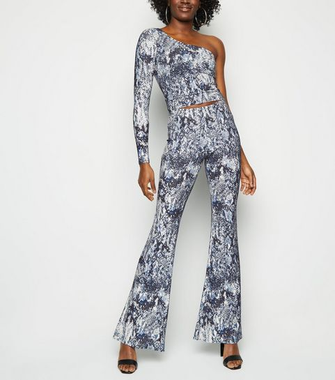 2258e3ec141 ... Off White Snake Print Glitter Flared Trousers ...