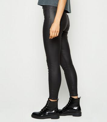 Petite Hallie – Schwarze High Waist Jeans in Leder Optik Für später speichern Von gespeicherten Artikeln entfernen