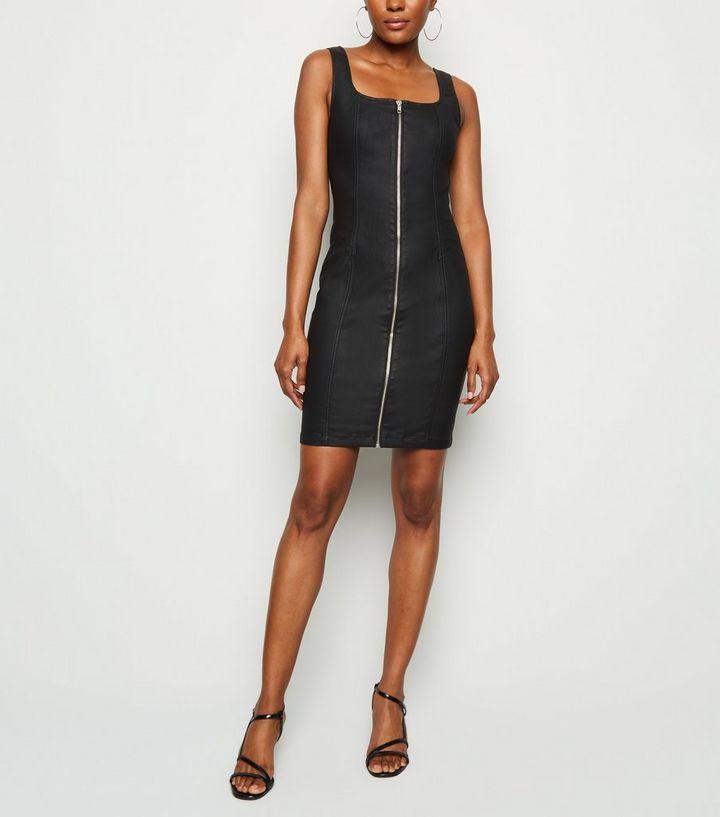 98efab86bb1f Schwarzes, figurbetontes Kleid aus beschichtetem Denim mit Reißverschluss  Für später speichern Von gespeicherten Artikeln entfernen