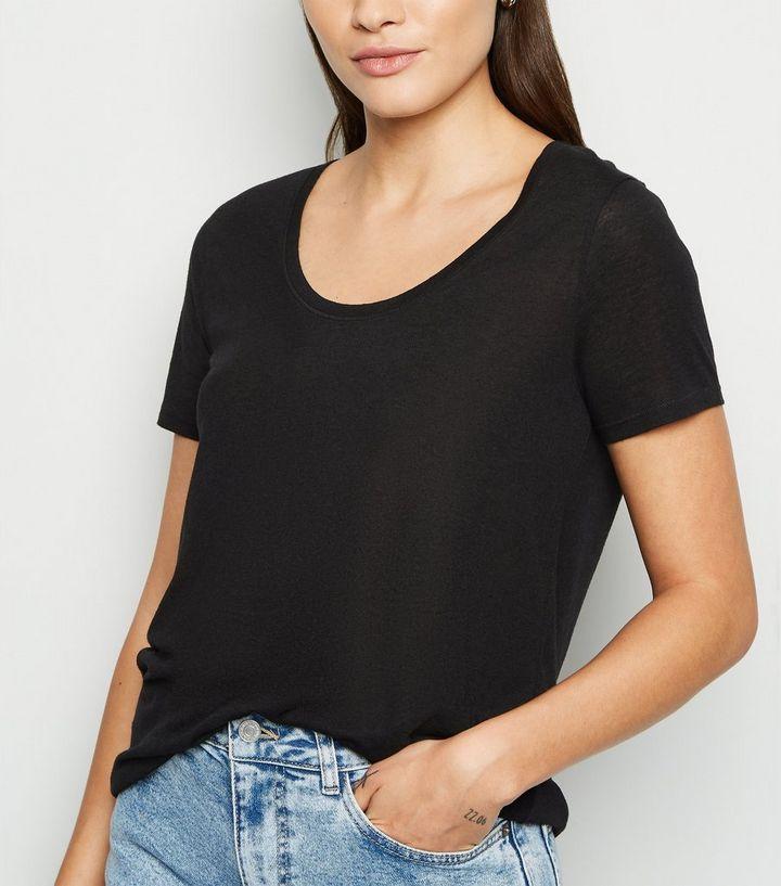 official photos 907b4 a9de0 Schwarzes T-Shirt mit U-Ausschnitt Für später speichern Von gespeicherten  Artikeln entfernen