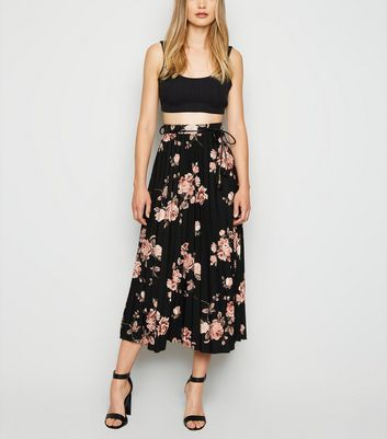 Cameo Rose Black Floral Pleated Midi Skirt