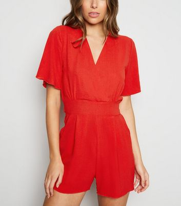 Cameo Rose – Roter Playsuit in Wickeloptik