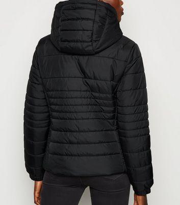 Black Lightweight Hooded Puffer Jacket Für später speichern Von gespeicherten Artikeln entfernen