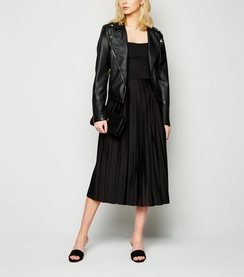 Click to view product details and reviews for Na Kd Black Pleated Strappy Midi Dress New Look.